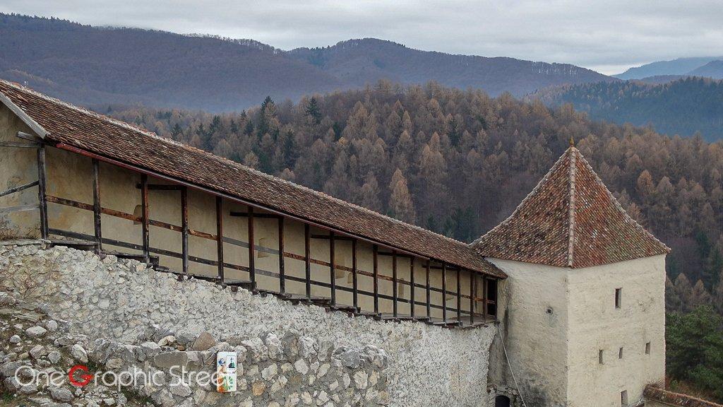 Fotografie cu peisajele din jurul Cetății Râșnov
